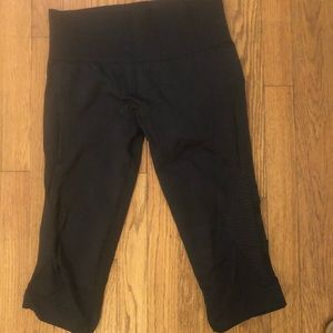 Black Lululemon capris